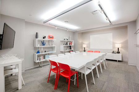 Space 530 – NYC Midtown - Meeting Room w. Whiteboard Wall: Square