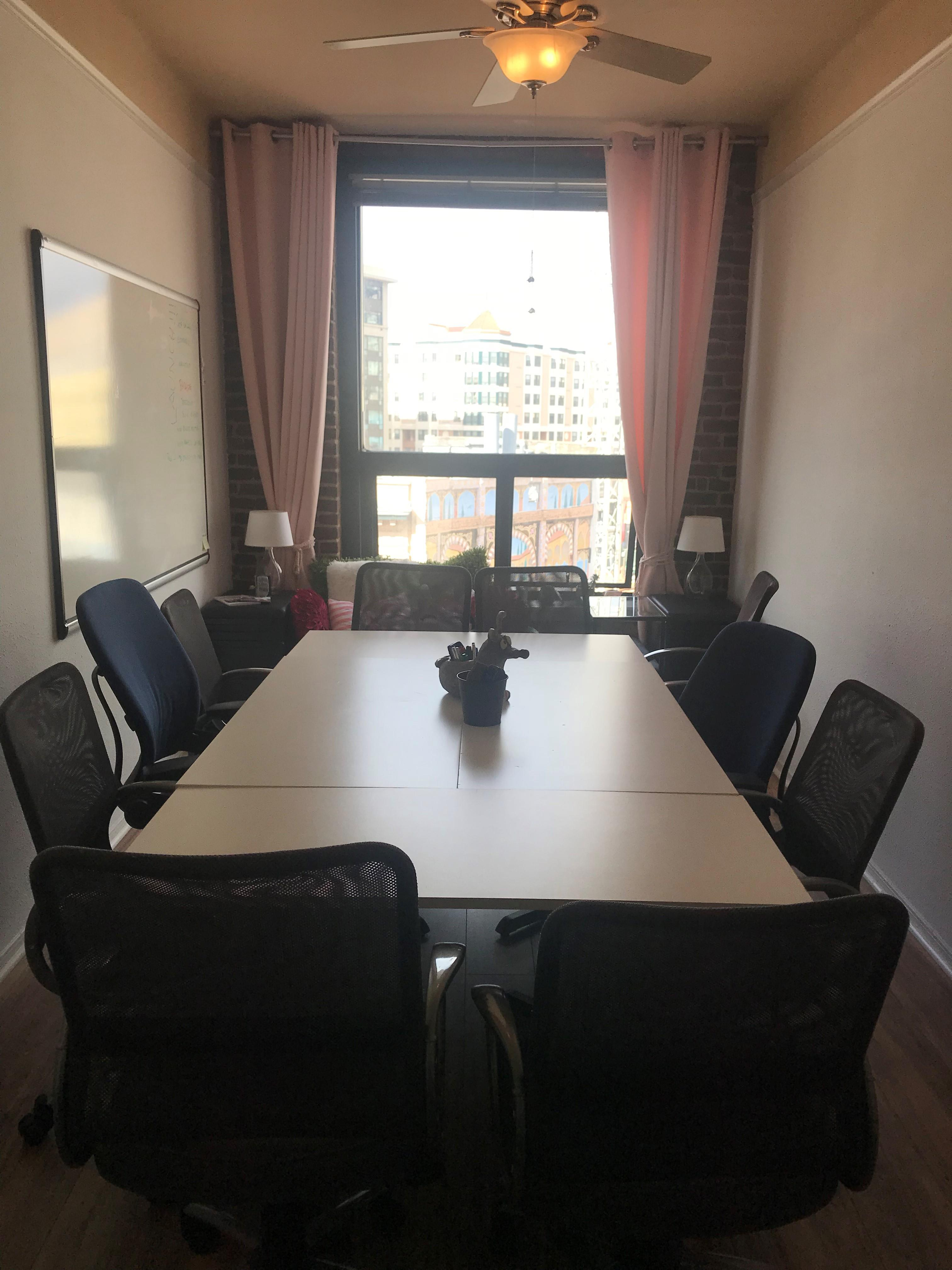 champaign HQ - Meeting Room