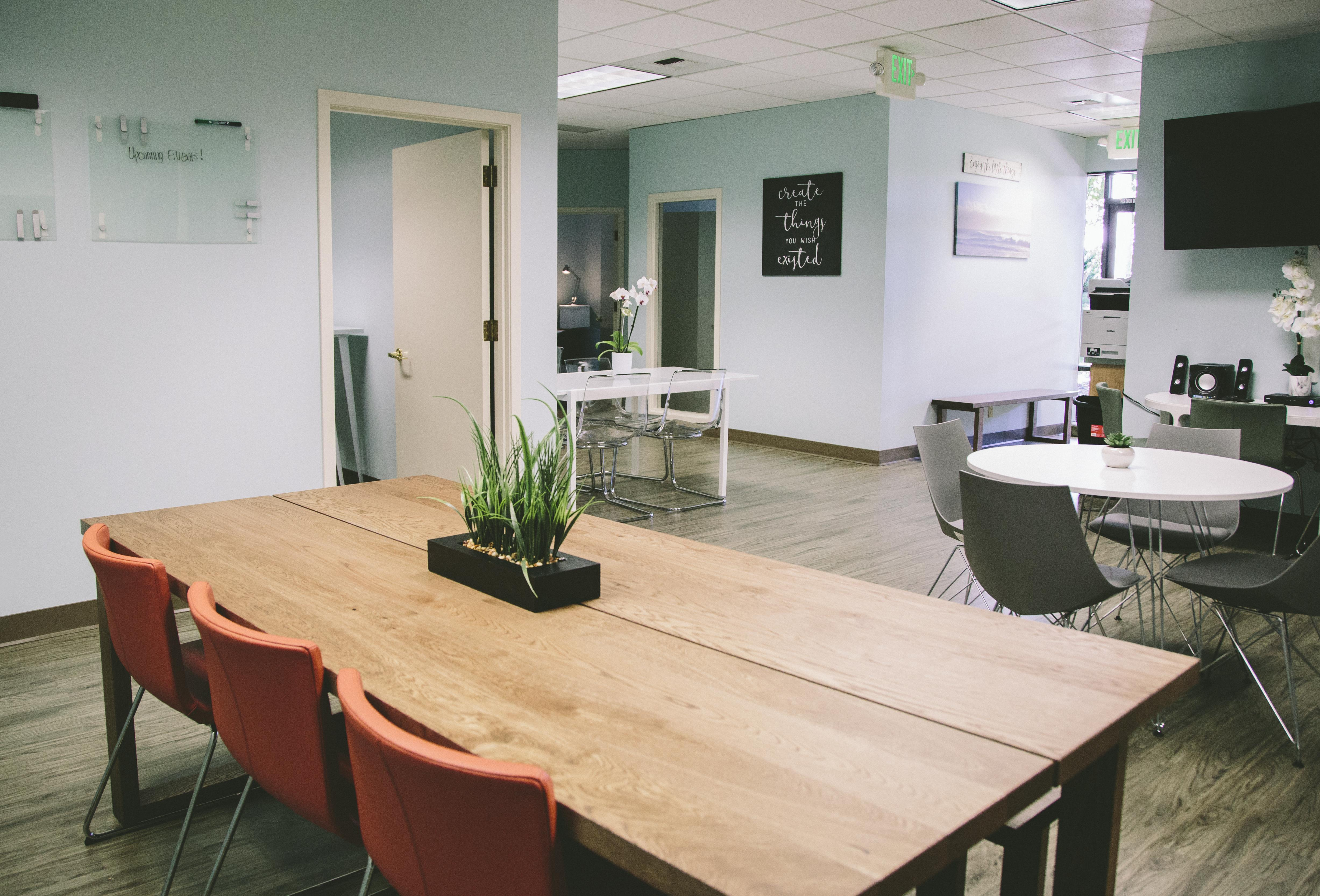 Work and Play Lounge - Open Workspace-Hot Desk Unlimited