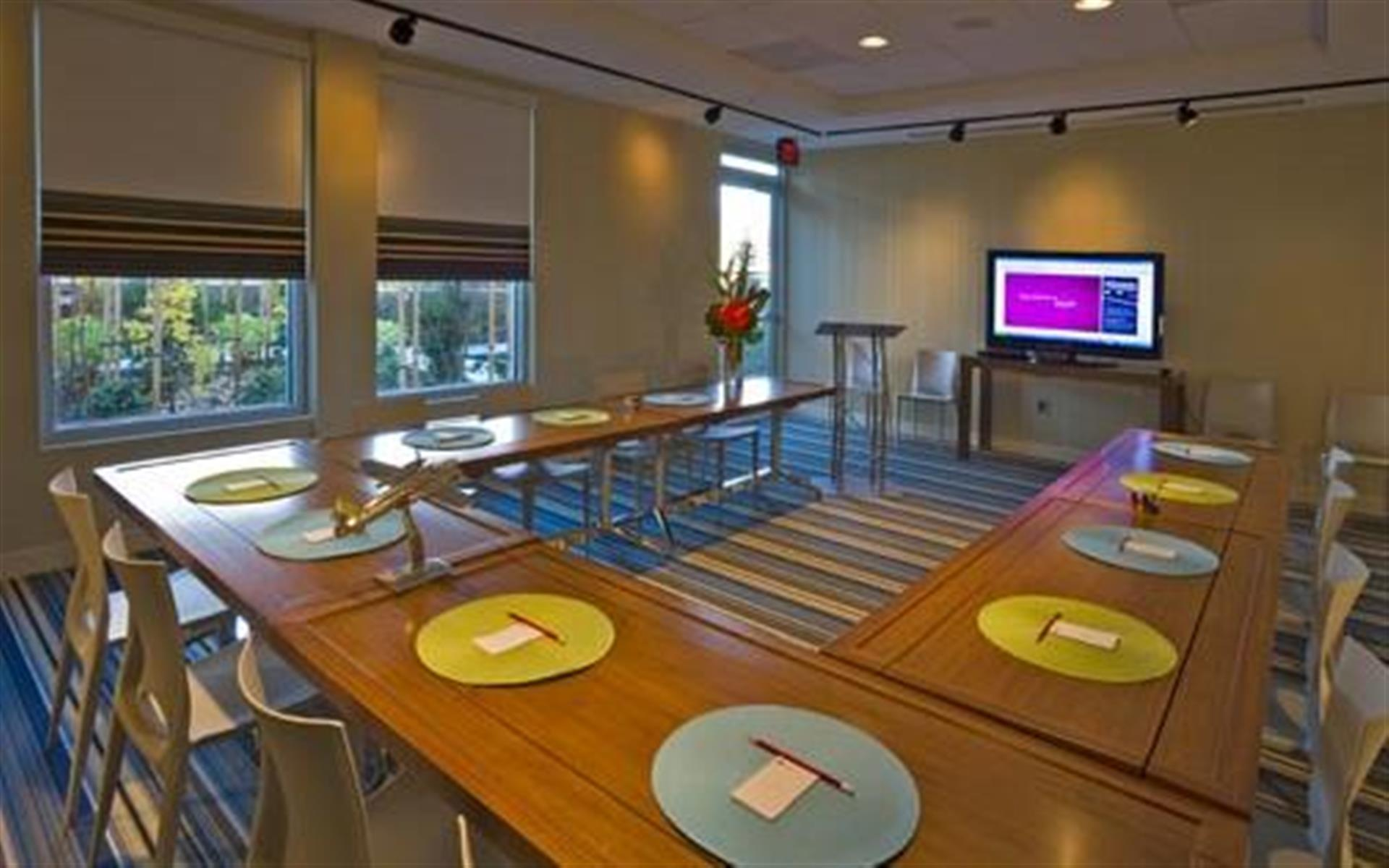 Aloft Portland Airport at Cascade Station - Tactic Meeting Room