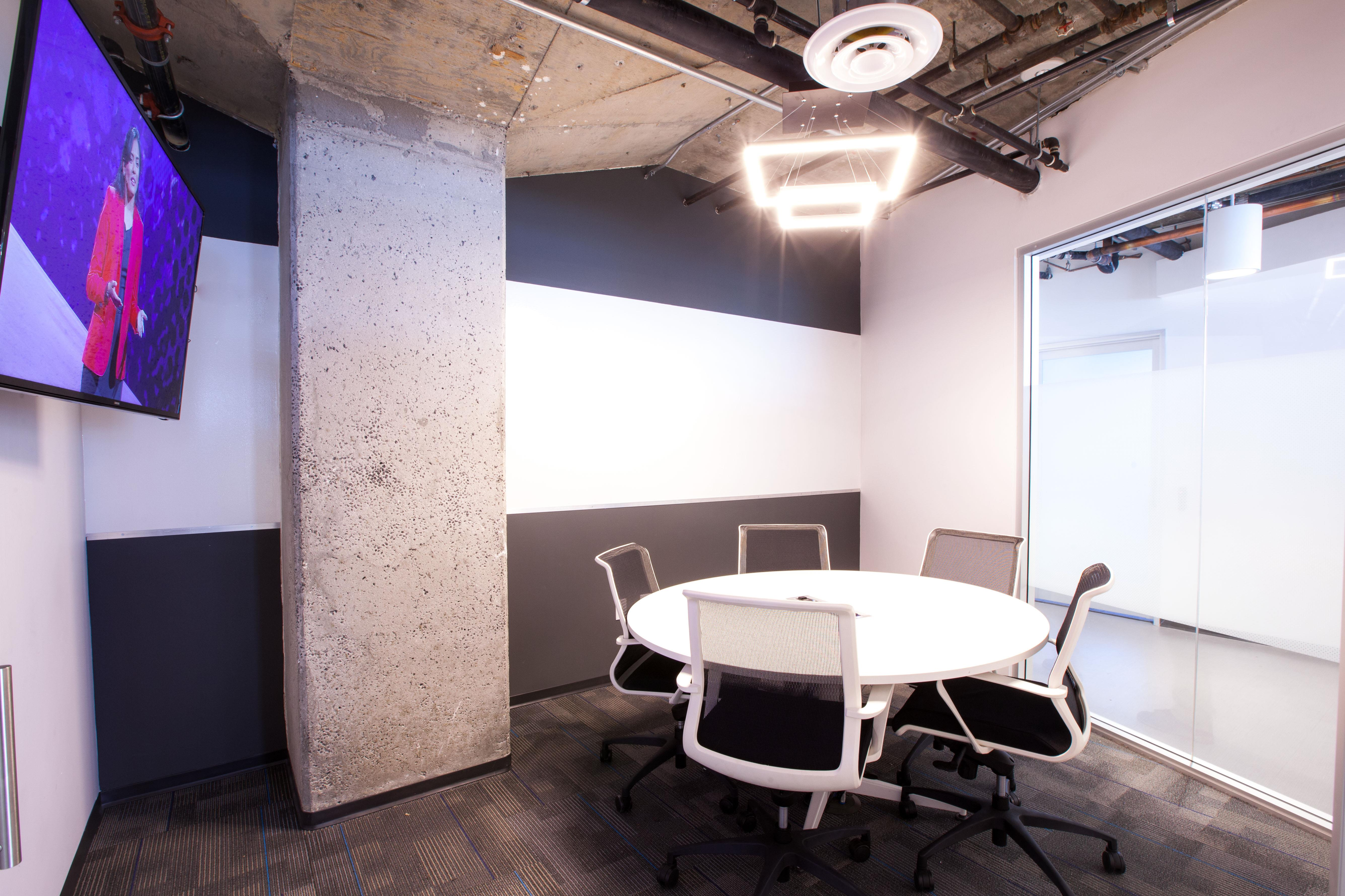IgnitedSpaces - Grey Room for 6