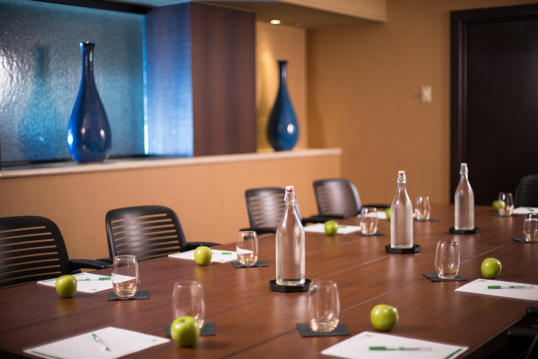 Holiday Inn Grand Rapids Downtown - Looking Glass Board Room