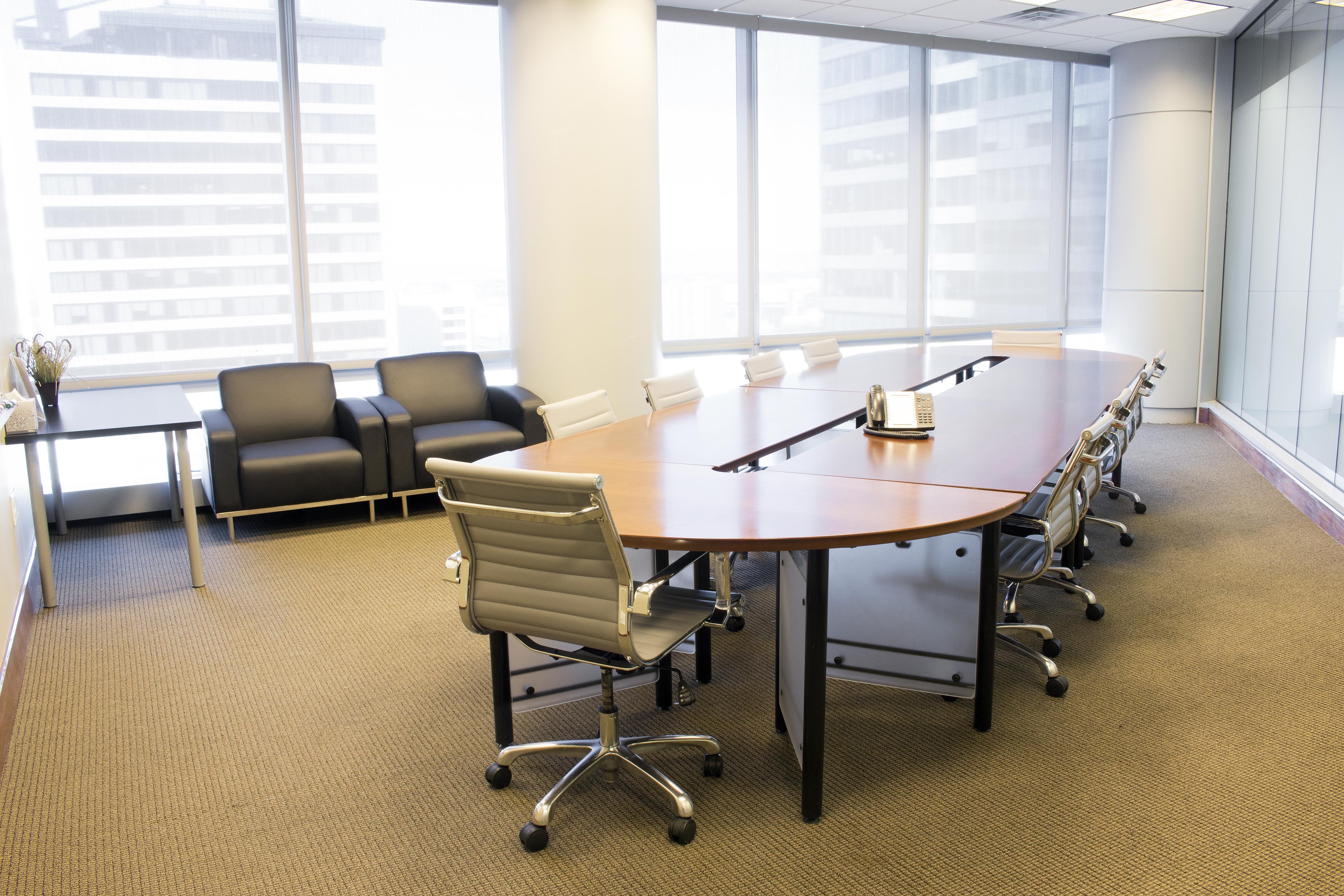 Avanti  Workspace - Wells Fargo Center - Exterior Boardroom