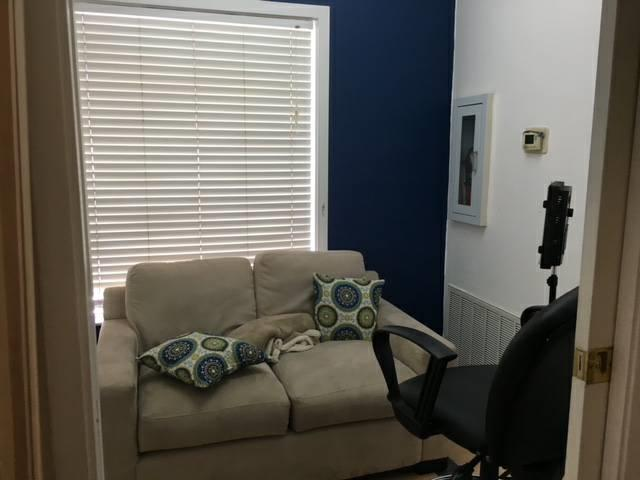 Office Space Convenient Location 2-6 Month Lease - Office Space
