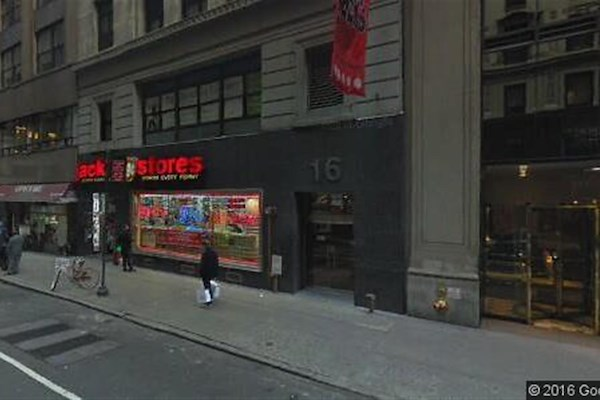 SGP - Midtown NYC - Desk in Open Floor Plan