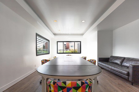 Beach House CoWork - Private Conference-Book 1hr 2nd hr free