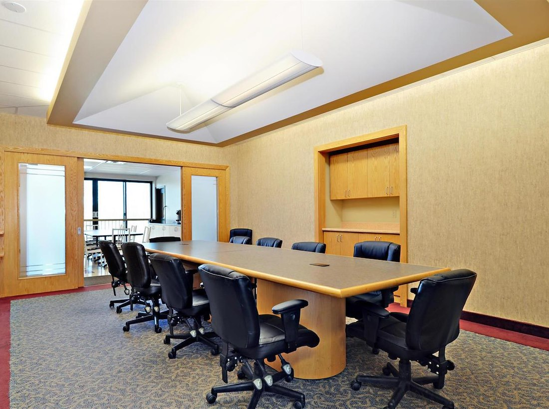 Private Meeting Room for 12 at Queensway Centre - TCC Canada