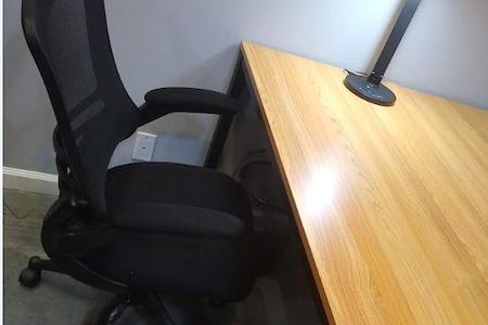 RobertsonExpo - desk-d