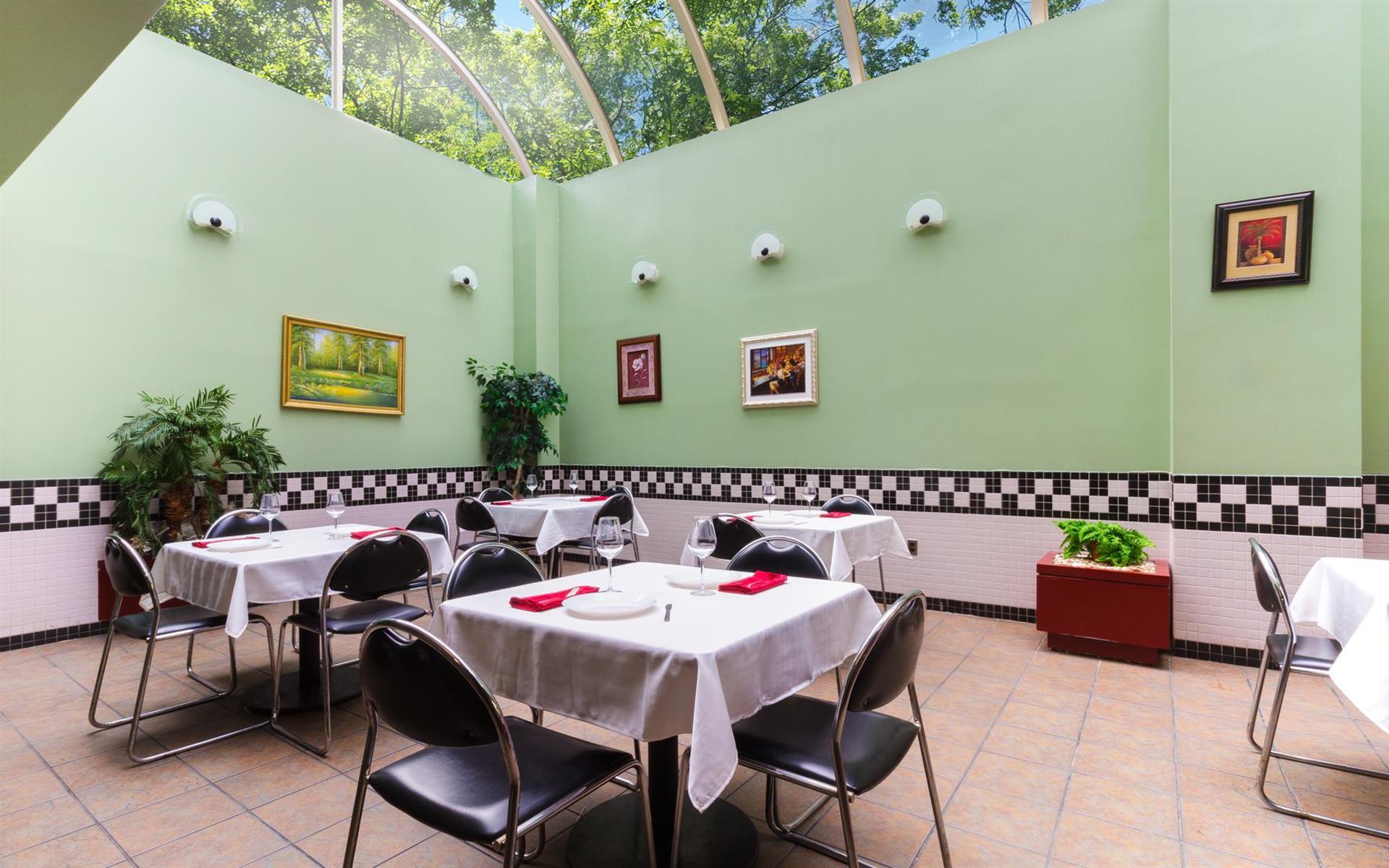 Sunlit Cafe - Sunlit Atrium Cafe