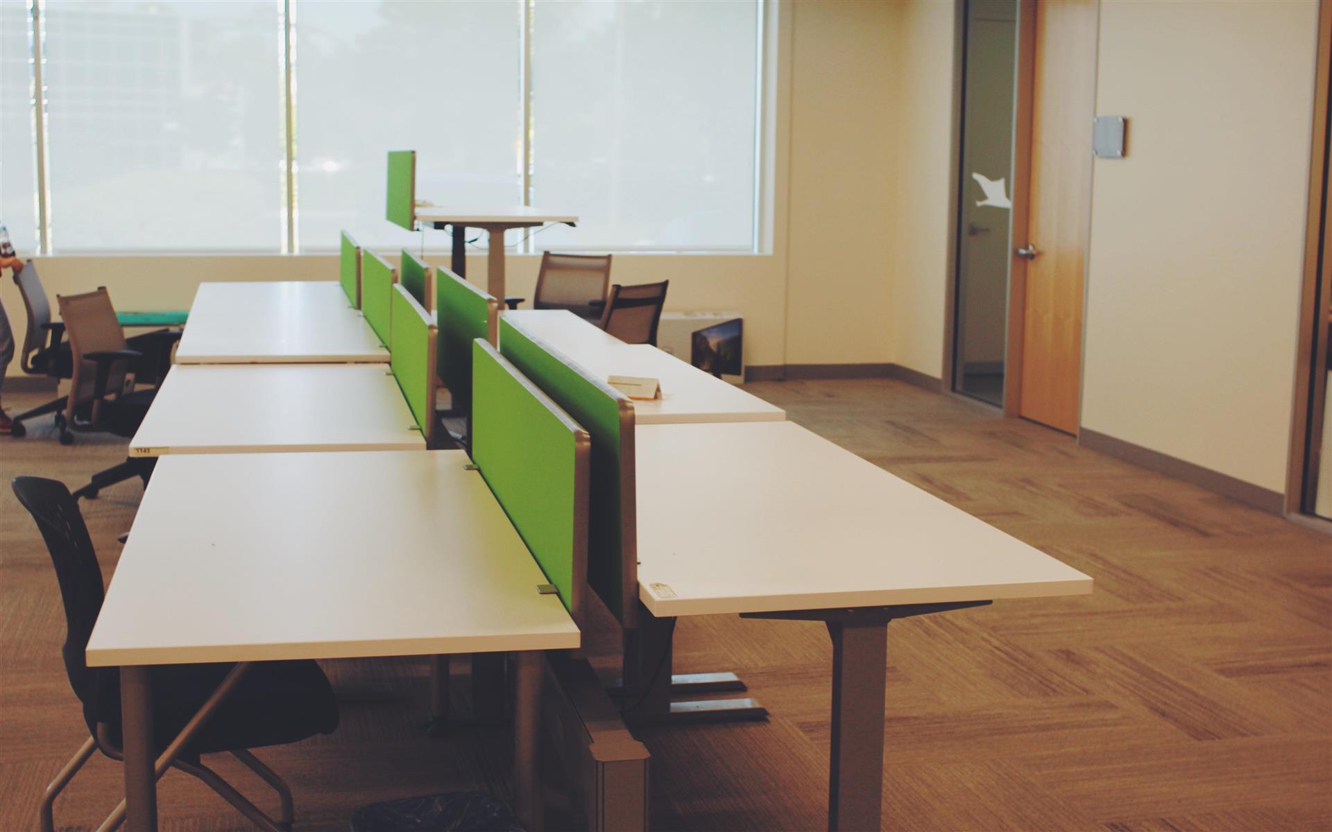 ZGC Innovation Center - Dedicated Desk-Adjustable