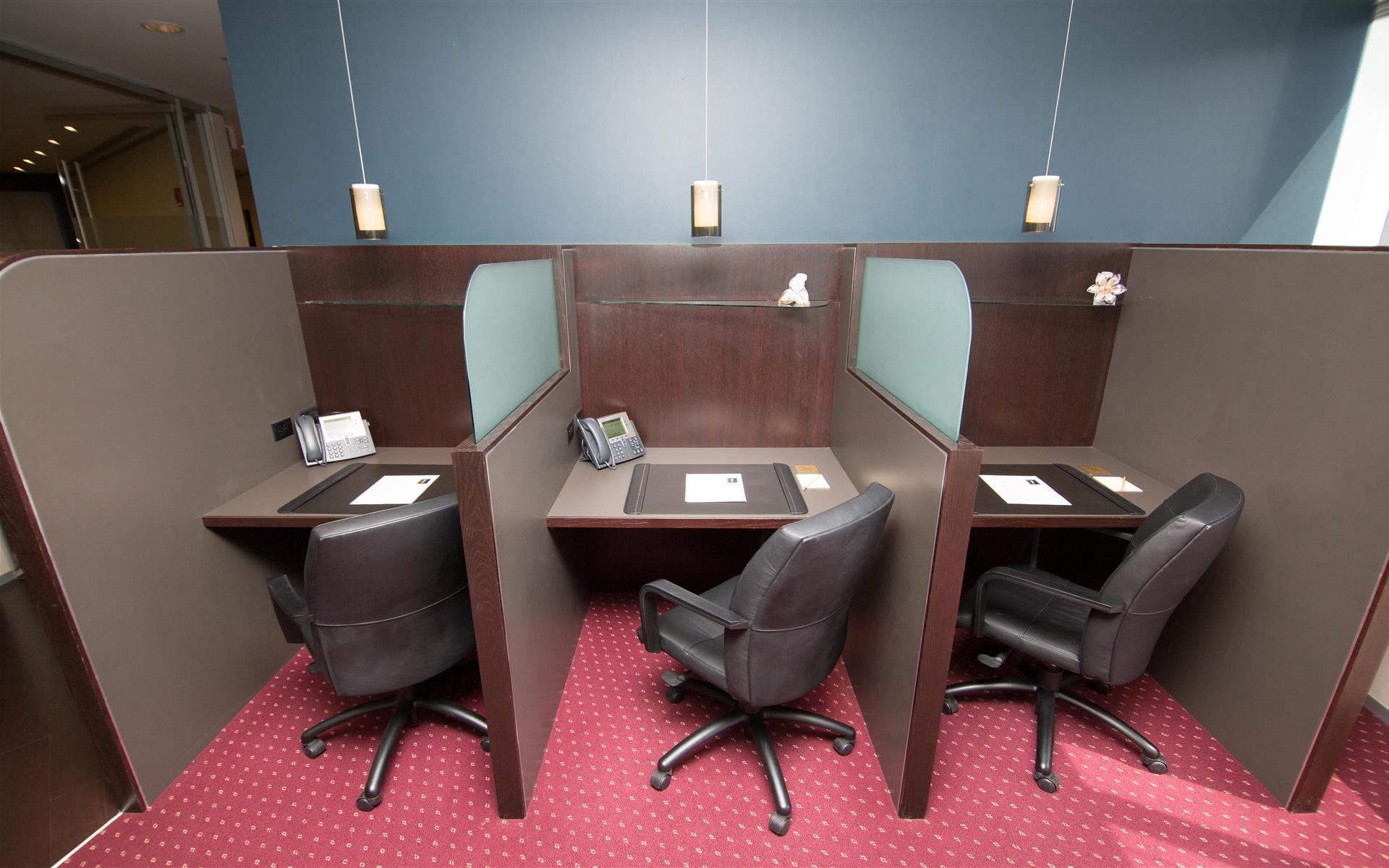 Servcorp - Boston One International Place - Coworking Lounge Workstation 3