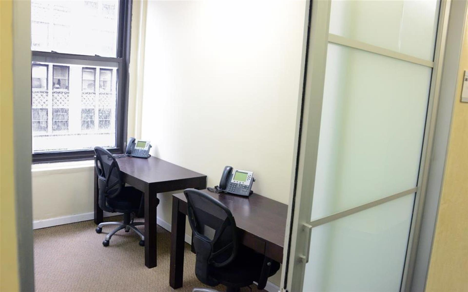 Jay Suites Penn Station - Windowed Day Office