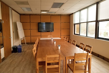Affordable Private Meeting room/Calssroom - Sunny Meeting Room near Downtown Redmond