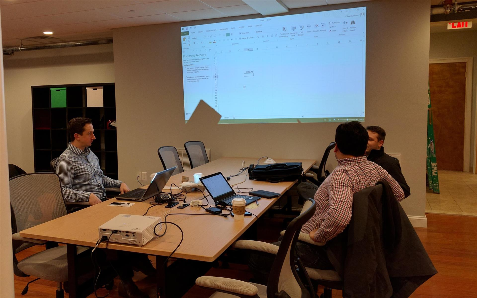 Plug Cambridge Coworking - Dedicated Desk for a team of 2