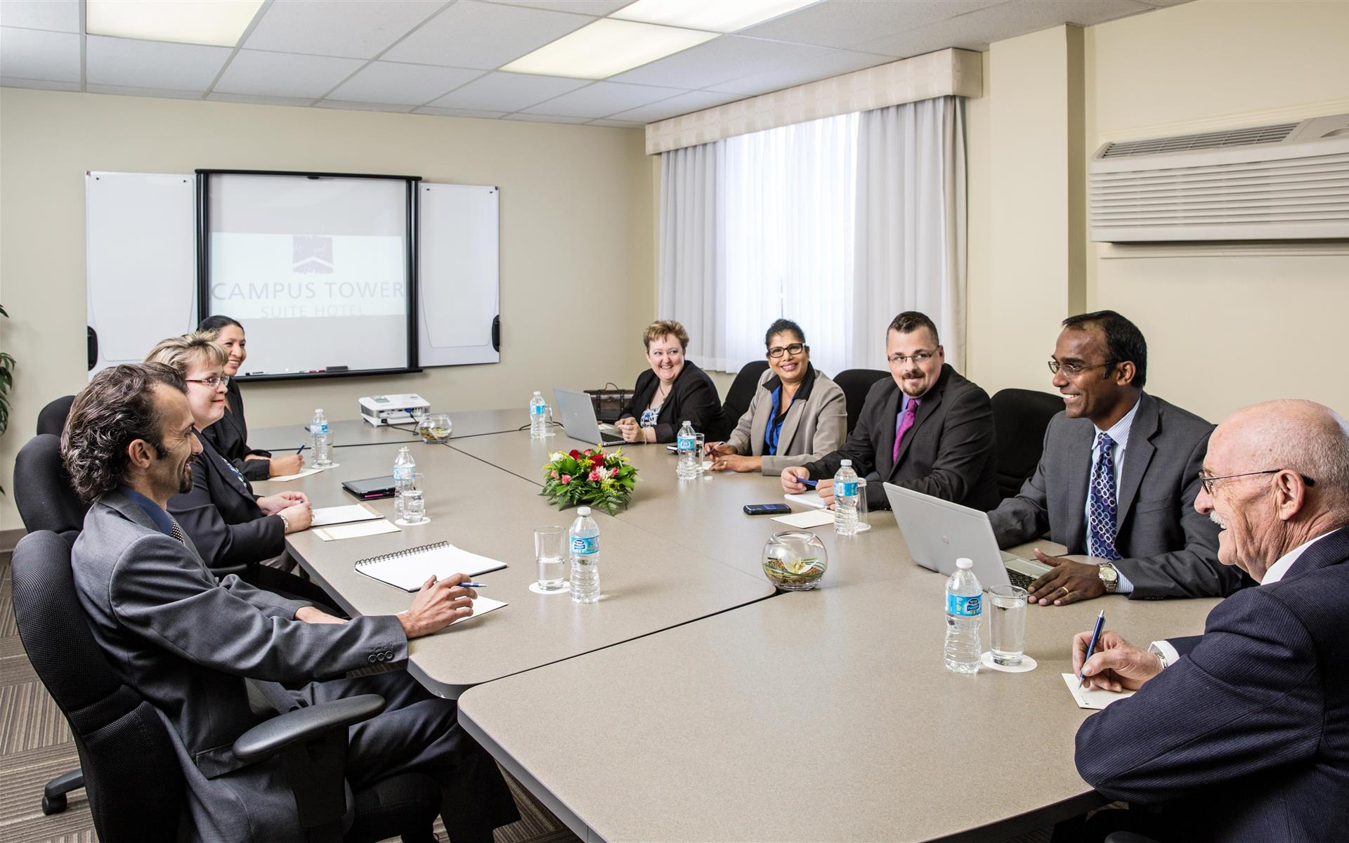 Campus Tower Suite Hotel - The Board Room
