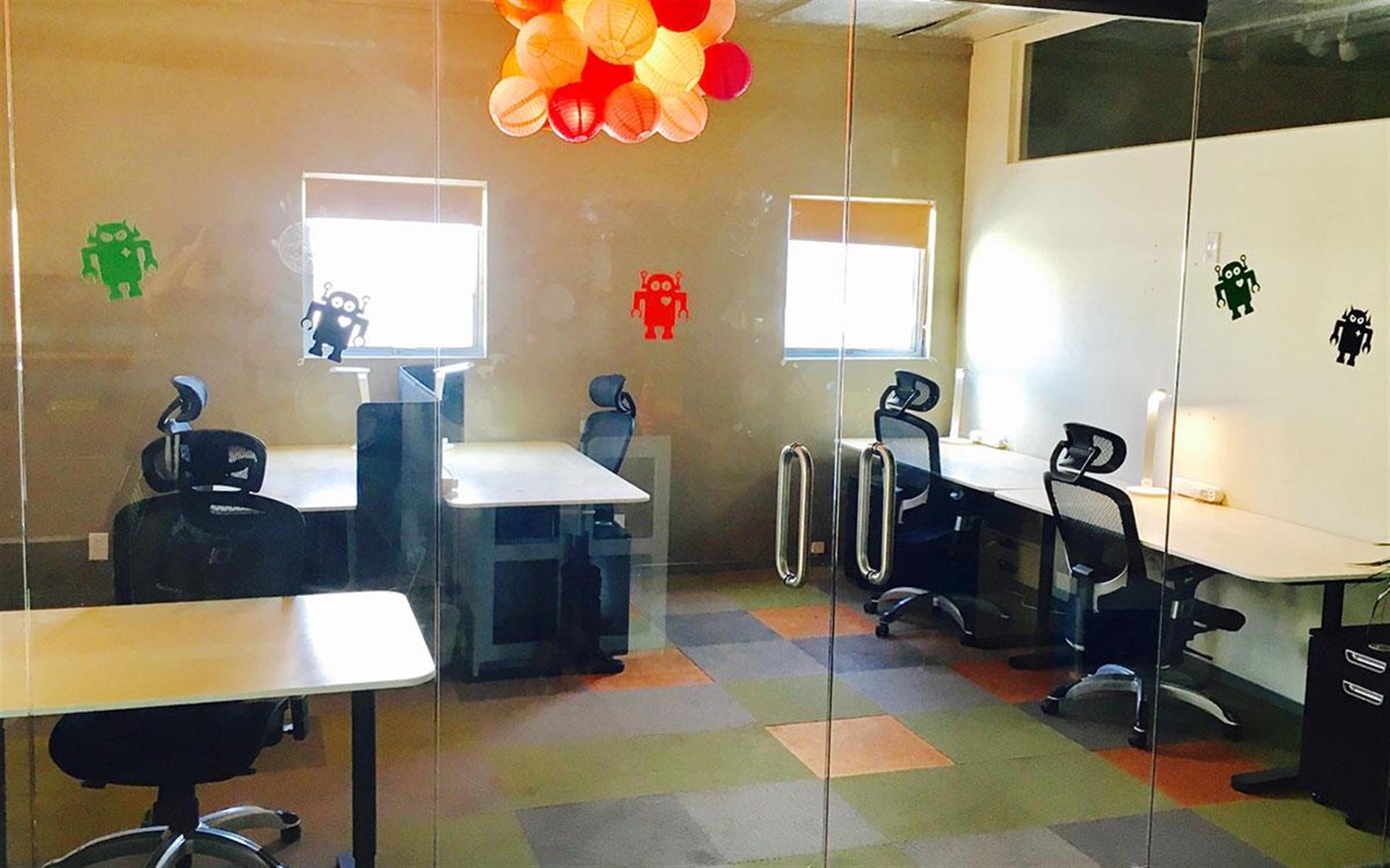 Kleverdog Coworking - Office for 5