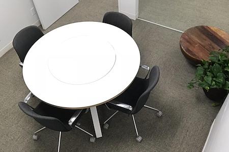 Atelier - Meeting Room - Moon