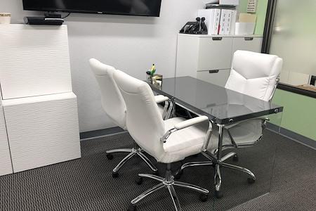 PAR Law Firm - Open Desk 1