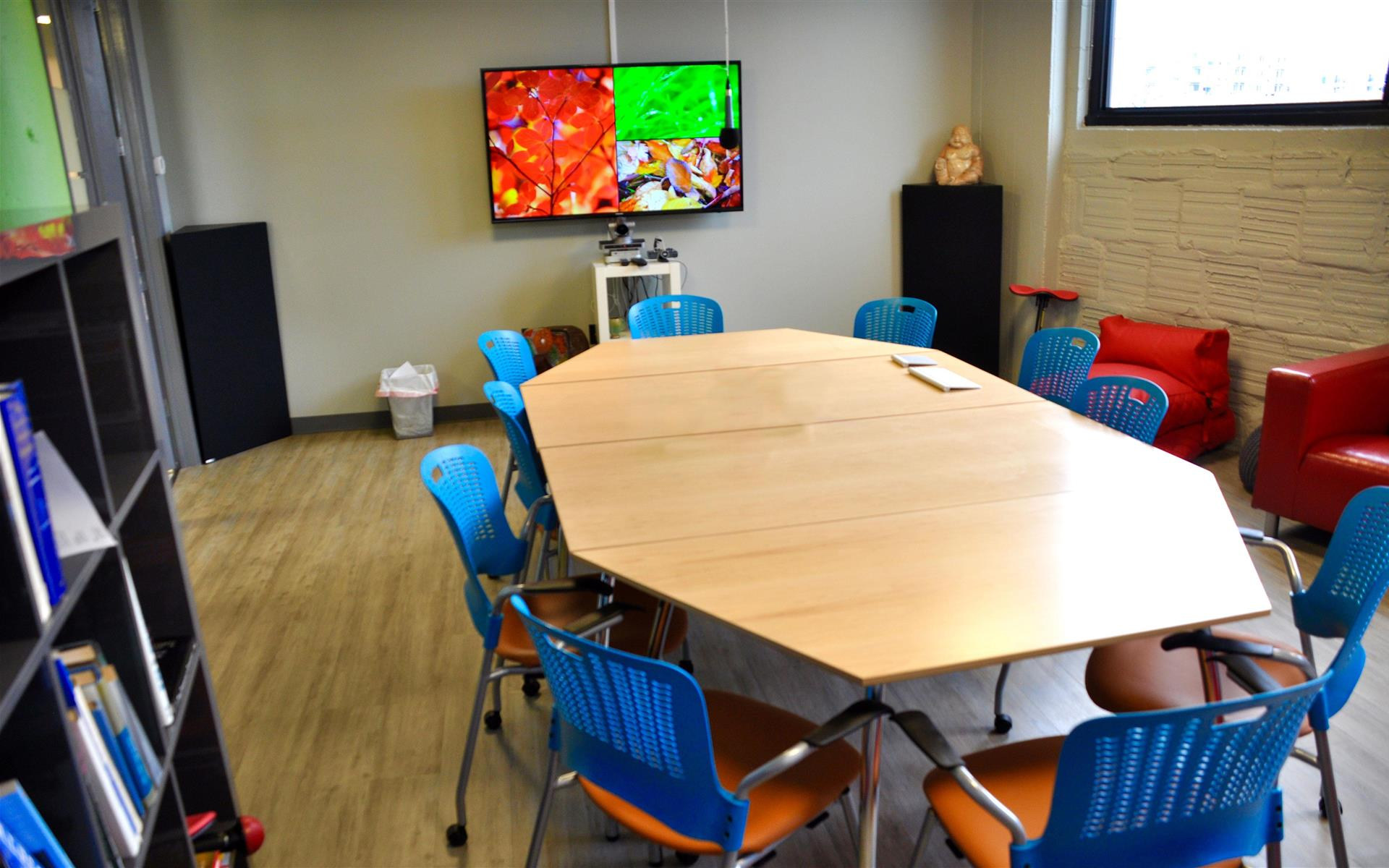 COMRADITY Strategy & Creative Resource Center - Inspiration Room