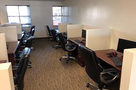 Push Live- Las Vegas - Dedicated Desk with Game Area