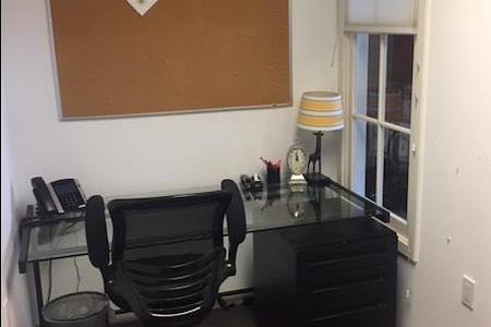 Gumas Advertising - Single, office with interior window