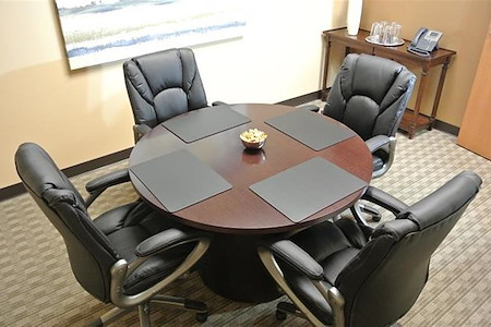 Rent Conference Rooms And Meeting Rooms In Orlando - 4 person conference table