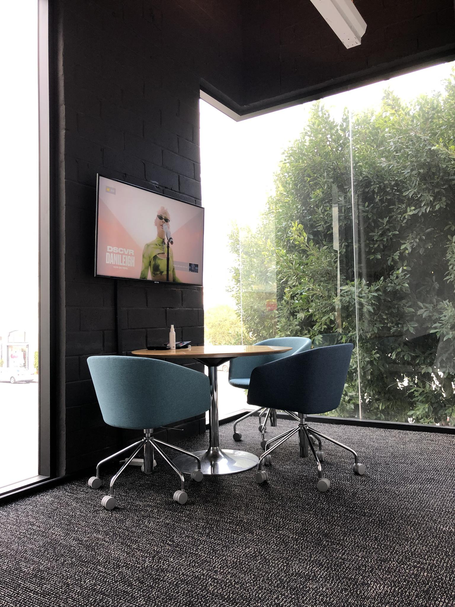 BLANKSPACES Larchmont - Small meeting room