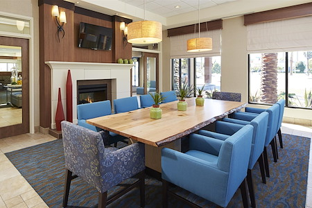 Hilton Garden Inn Los Angeles Redondo Beach - Library