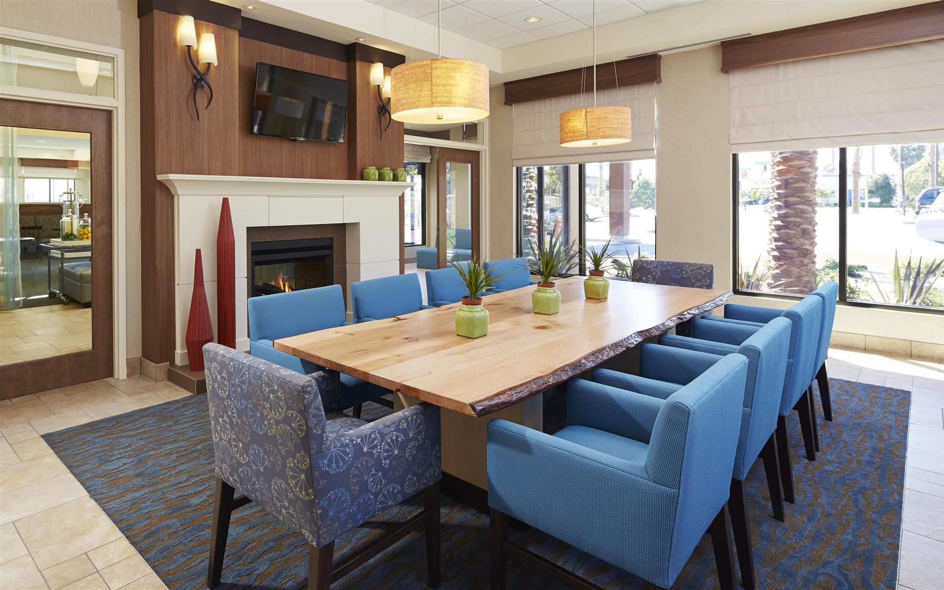 Hilton Garden Inn Los Angeles Redondo Beach - Library
