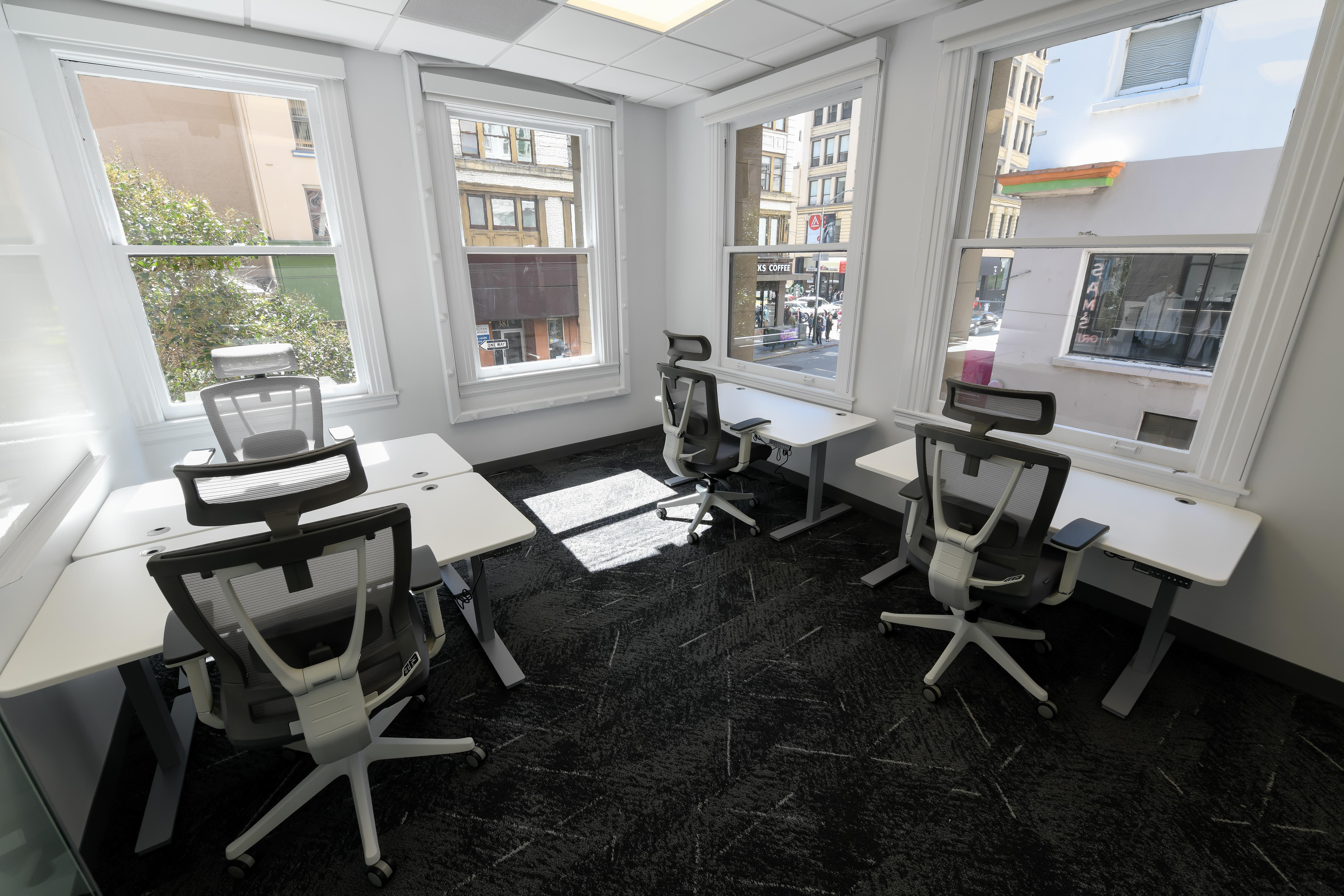 AbOvo Space - Office Suite 213