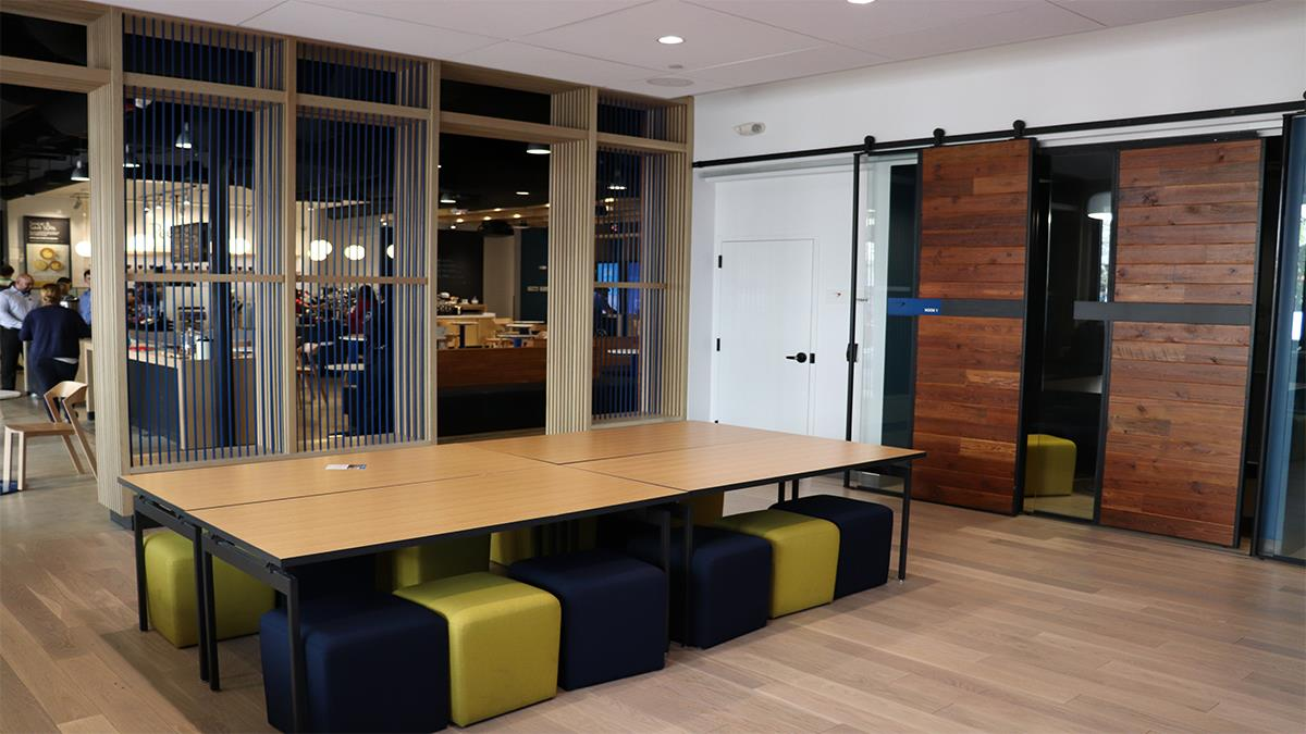 Capital One Café - Miracle Mile - Community Room
