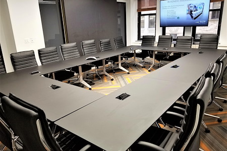 Jay Suites Fifth Avenue - 22 Person Windowed Meeting Space with AV