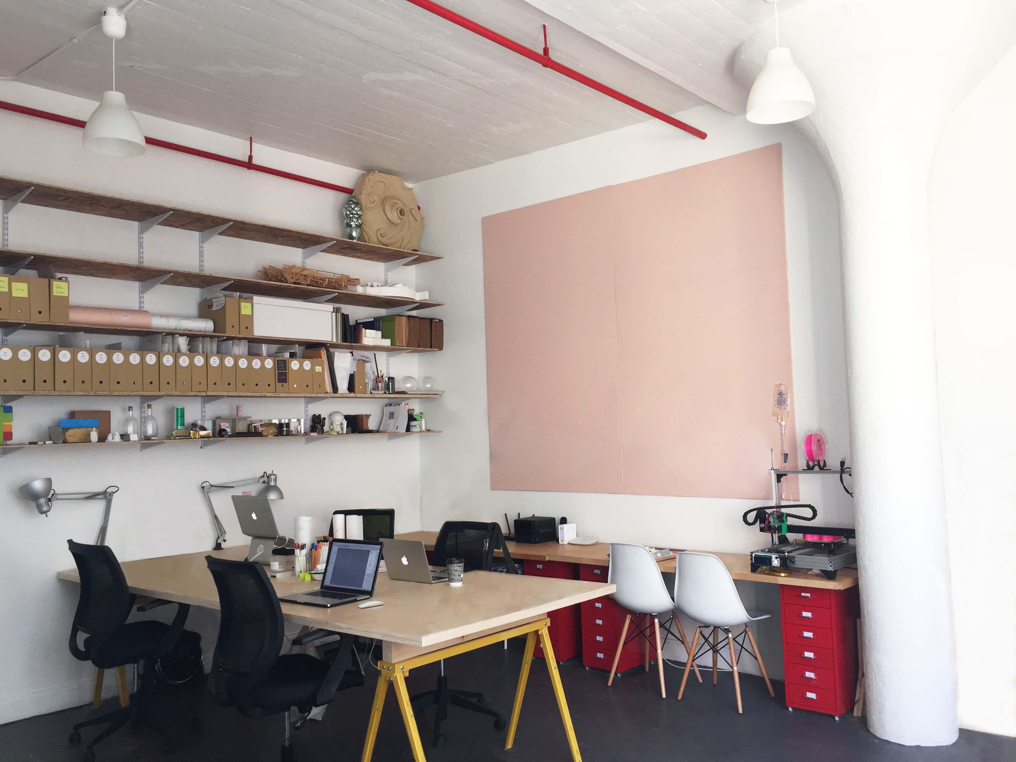 SOAP - Bright + Spacious Studio / Desk Space
