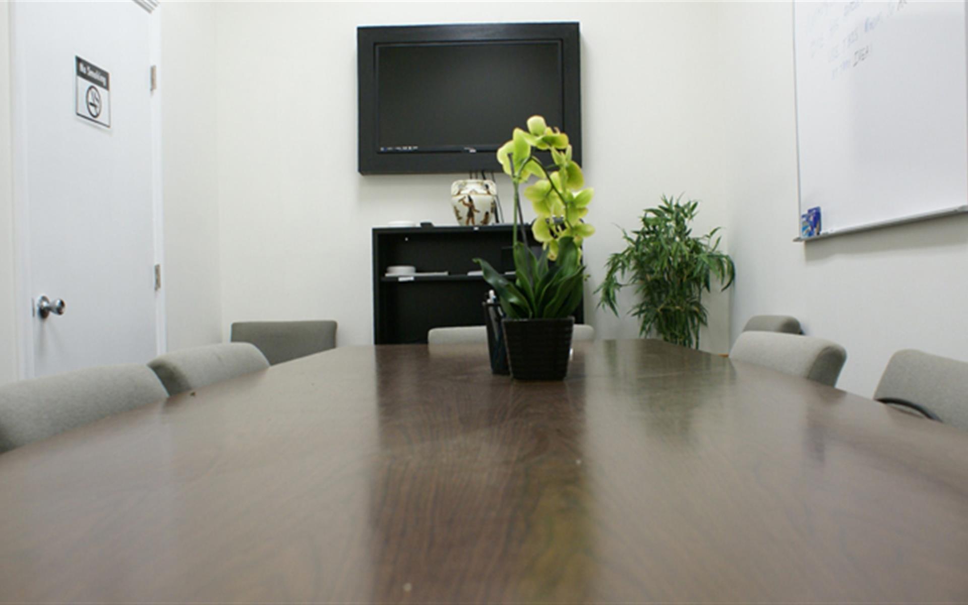 officeLOCALE Coworking Space & Cyberscraper - Private Office/Meeting Room WEEKENDS
