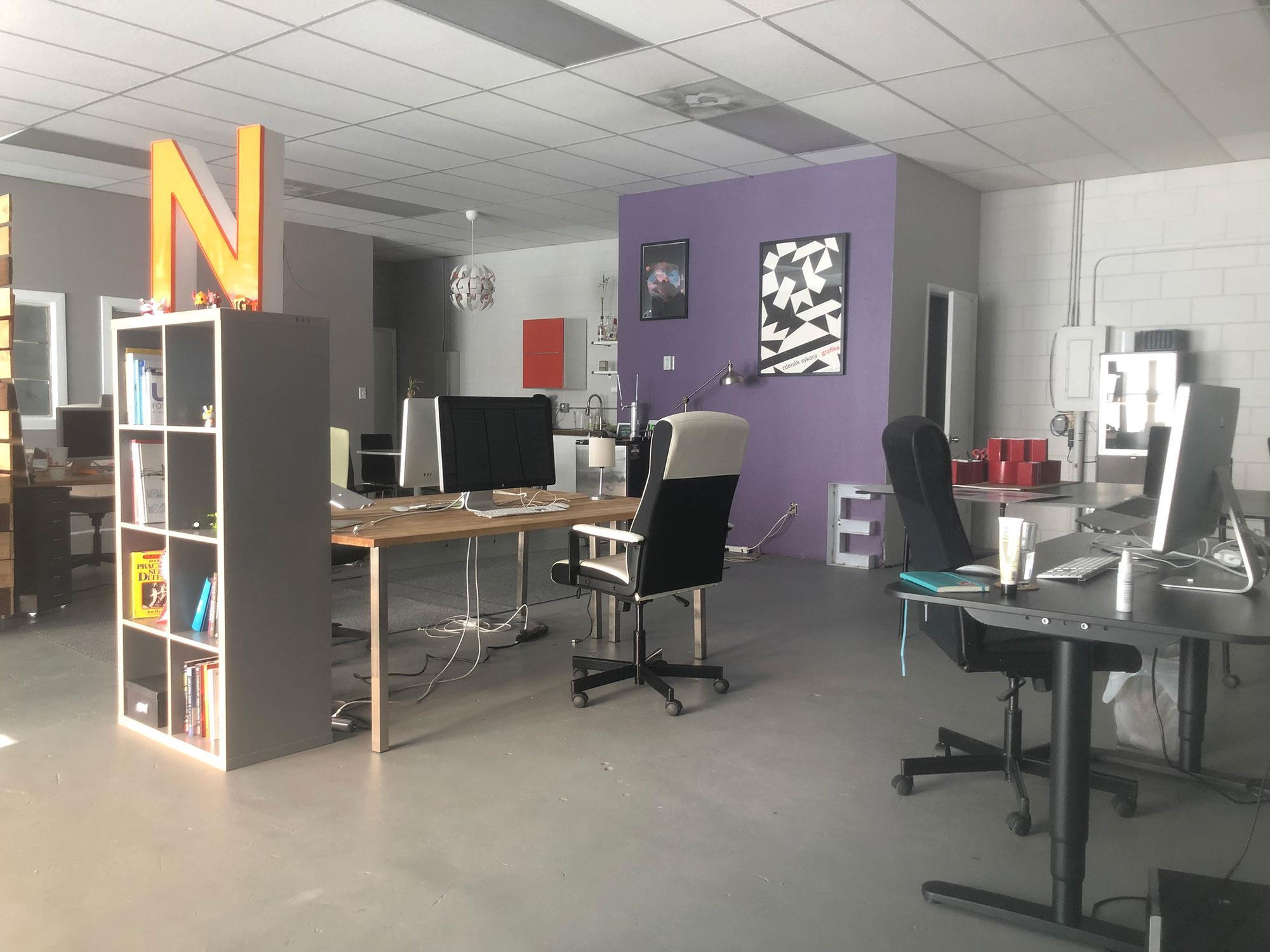 TechGrayscale - Dedicated Desk 2