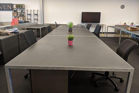 Liven - Dedicated Desk 1