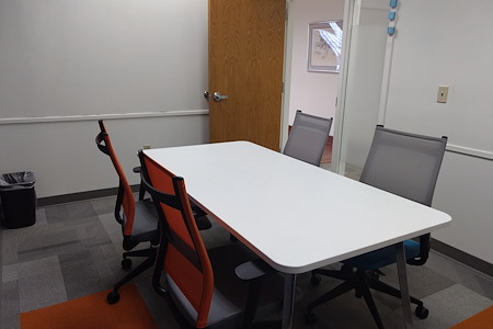 Workspace Patrion - Small Conference Room