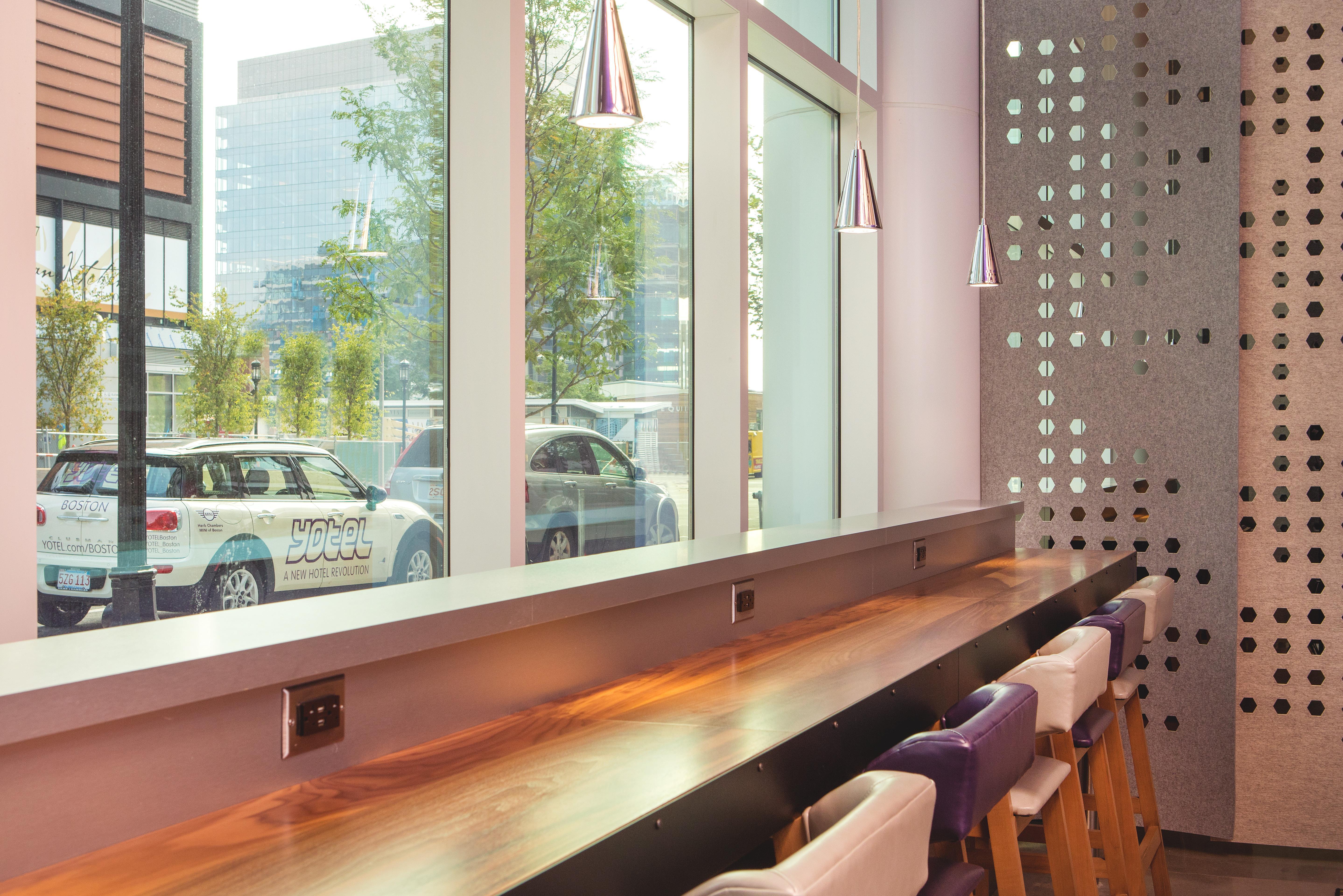 YOTEL Boston - Club Lounge
