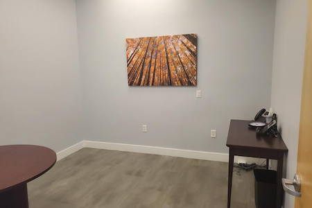 Daisha Barnett Farmer's Insurance Office Space - Traditional Office