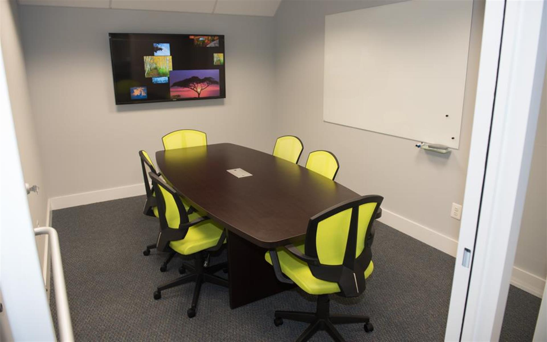 HeadRoom - Wayne - Conference Room 2