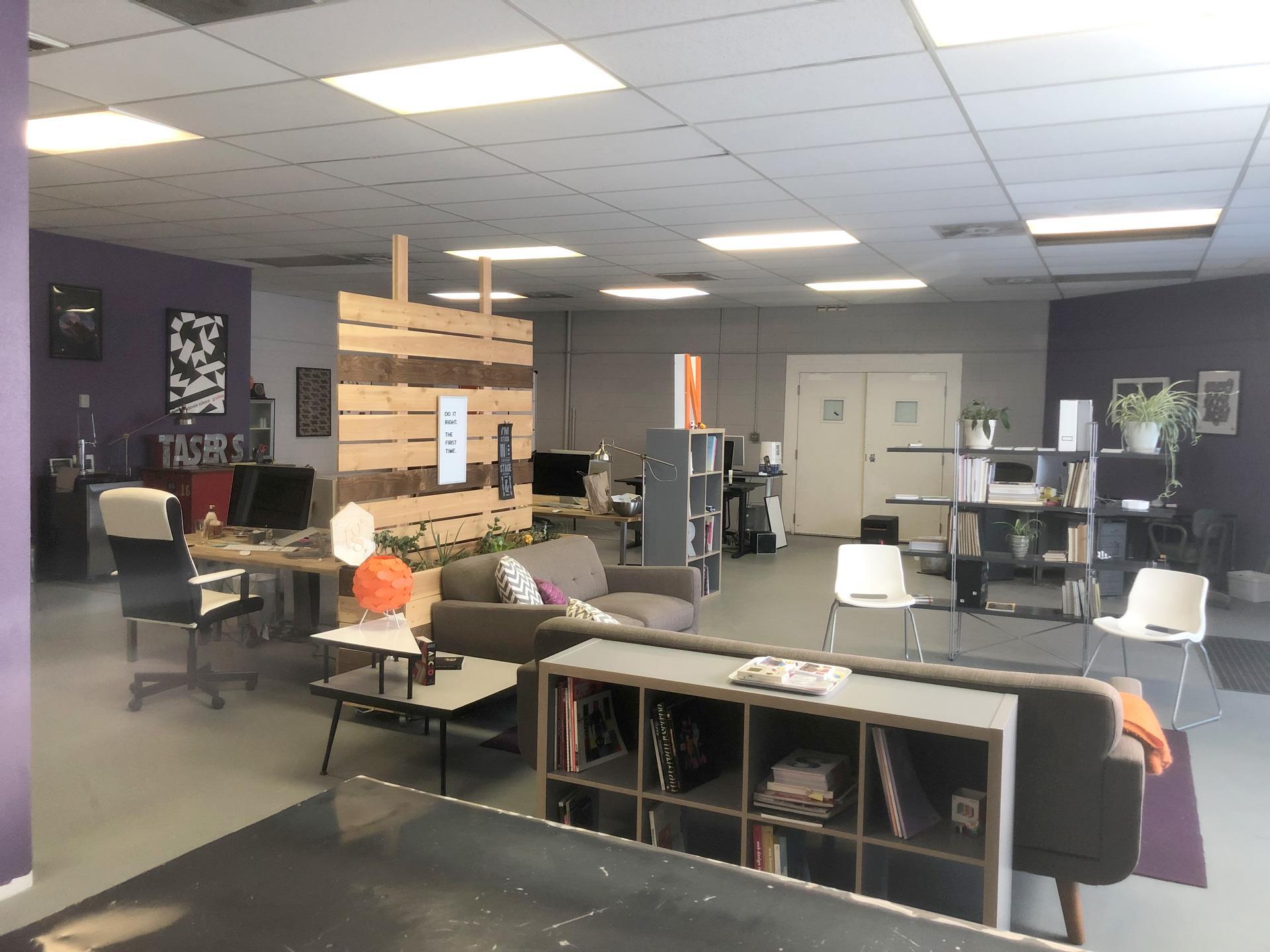 TechGrayscale - Dedicated Desk 1