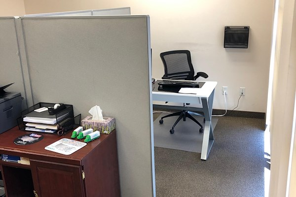 Open Desk - 1 Available at Jeff Bryan Transport US | LiquidSpace
