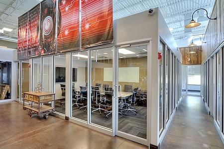 GRID COLLABORATIVE WORKSPACES - Large Meeting Room