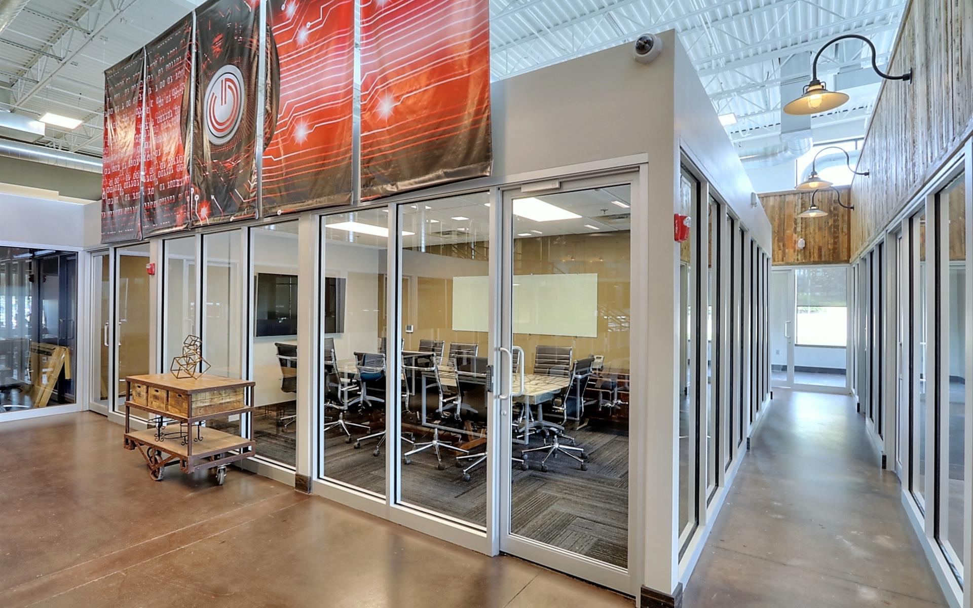 GRID COLLABORATIVE WORKSPACES - Large Meeting Room