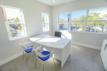 EMERGELW - Executive Corner Office