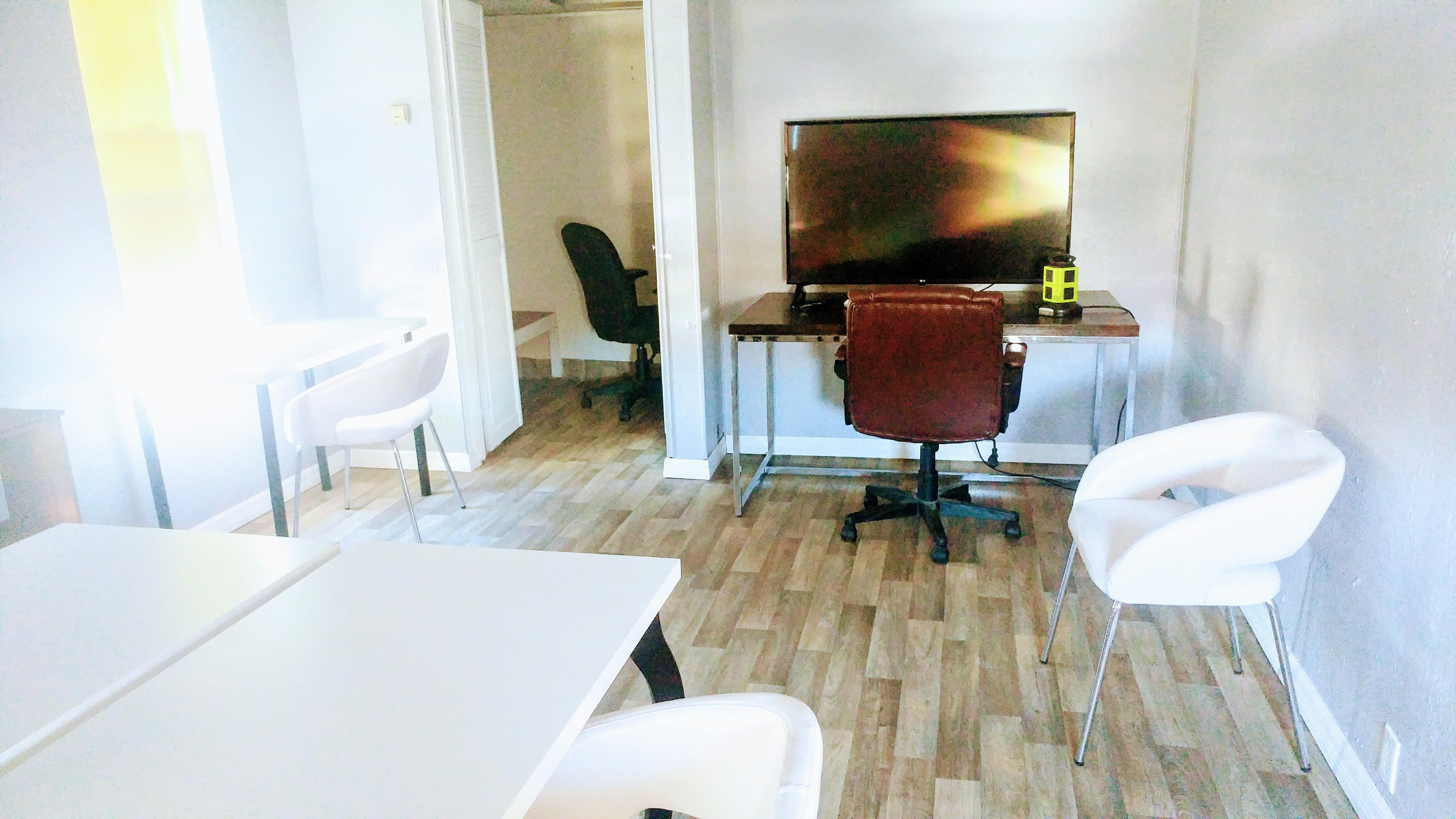 The Muse Rooms Burbank - Upspace 33 Office Suite
