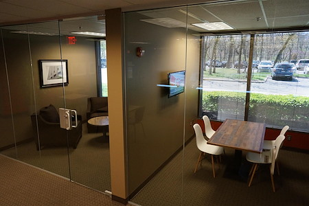 SmartSpace - Overland Park - Conference Table (sm) - Meeting Room