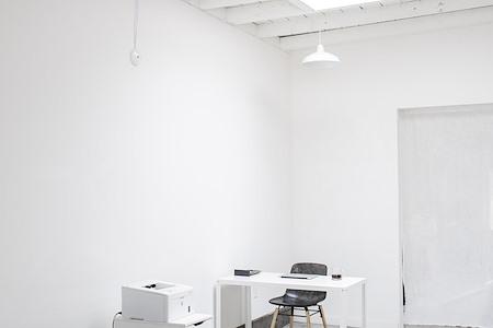 Studio Mondine - Dedicated Desk Space