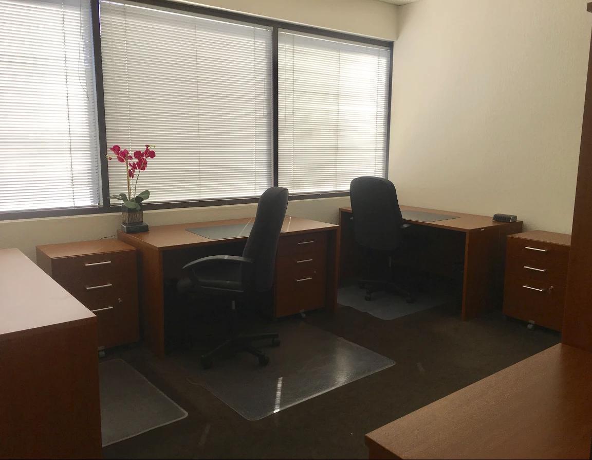 580 Executive Center - Suite 321