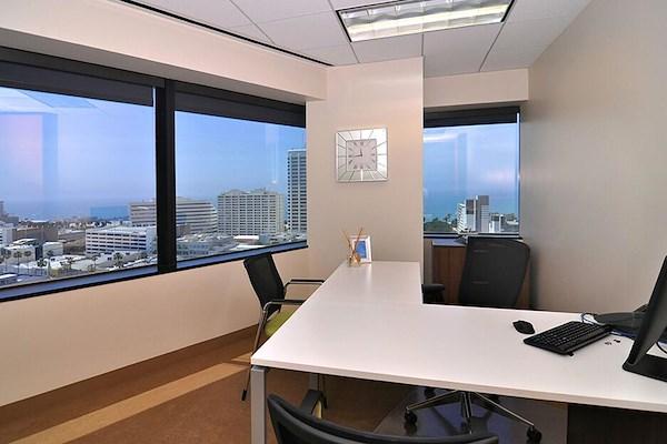 (SM3) 401 Wilshire - Exterior Office